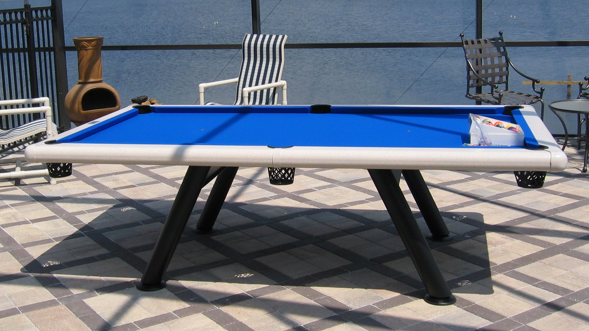 outdoor screen room pool table